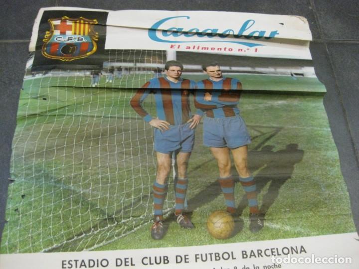Coleccionismo deportivo: cartel campeonato nacional de liga real madrif futbol club barcelona 1964 . barça cacaolat - Foto 3 - 171366568