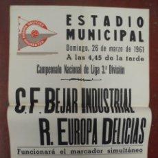 Coleccionismo deportivo: CARTEL FUTBOL. ESTADIO MUNICIPAL. 1961. C.F.BEJAR INDUSTRIAL - R.EUROPA DELICIAS. VER. Lote 176893425