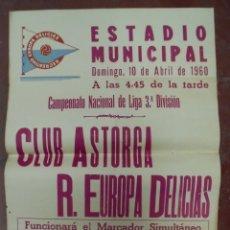 Coleccionismo deportivo: CARTEL FUTBOL. ESTADIO MUNICIPAL. 1960. CLUB ASTORGA - R.EUROPA DELICIAS. VER. Lote 176895778