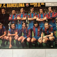 Coleccionismo deportivo: CARTEL FUTBOL F.C. BARCELONA CAMPEON DE LIGA 1973-1974 JOHAN CRUYFF LA ACTUALIDAD ESPAÑOLA. Lote 177759874