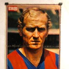Coleccionismo deportivo: MARCIAL (F.C. BARCELONA). POSTER DE LA REVISTA LA ACTUALIDAD ESPAÑOLA DE 1973. 34 X 52 CMS.. Lote 178247783