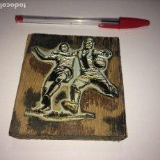 Coleccionismo deportivo: CLICHÉ AÑOS 50/60 PARA CARTELES DE FÚTBOL - TAMAÑO DE LA BASE DE MADERA; 9,20 X 8,5 CMS.. Lote 182811608