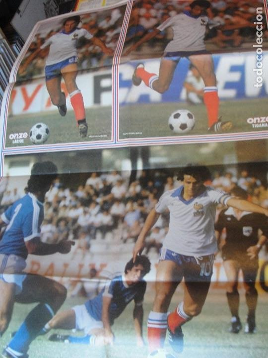 Coleccionismo deportivo: POSTER FRANCIA SELECCION FRANCESA 1980 - PLATINI TIGANA SIX LACOMBE - 84 x 52 cms - ENVIO GRATIS - Foto 2 - 184724353