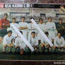 Coleccionismo deportivo: POSTER ACTUALIDAD ESPAÑOLA. FUTBOL REAL MADRID C.F. TEMPORADA 1969-1970. GRAN FORMATO 51 X 66 CM... Lote 191938065