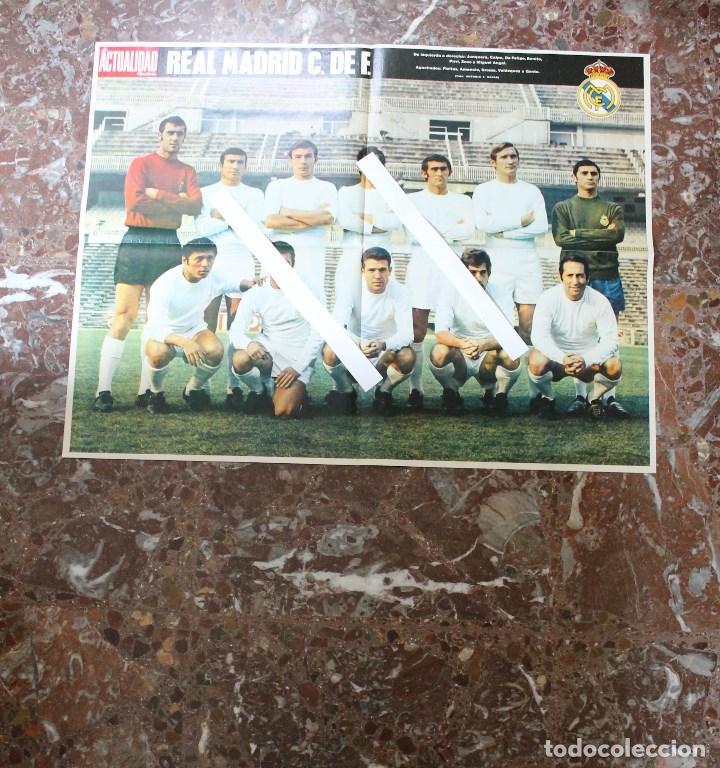 Coleccionismo deportivo: POSTER ACTUALIDAD ESPAÑOLA. FUTBOL REAL MADRID C.F. TEMPORADA 1969-1970. GRAN FORMATO 51 x 66 CM.. - Foto 2 - 191938065