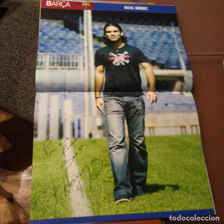 Coleccionismo deportivo: REVISTA OFICIAL FC BARCELONA CON PÓSTER N°17. AÑO 2005 - Foto 2 - 192887473