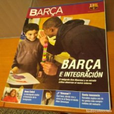Coleccionismo deportivo: REVISTA OFICIAL FC BARCELONA CON PÓSTER N°19. AÑO 2006. Lote 192887658