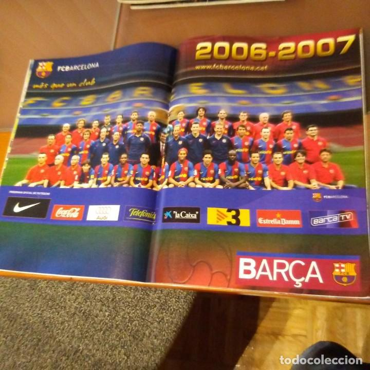 Coleccionismo deportivo: REVISTA OFICIAL FC BARCELONA CON PÓSTER N°23. AÑO 2006 - Foto 2 - 192888062