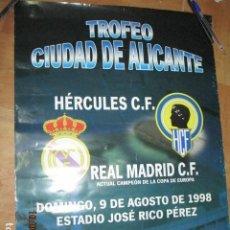 Coleccionismo deportivo: TROFEO CIUDAD DE ALICANTE HERCULES REAL MADRID DE CARTEL QUE SE EXPUSO EN CONFITERIA ALICANTE. Lote 193257213