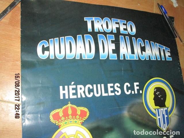 Coleccionismo deportivo: TROFEO CIUDAD DE ALICANTE HERCULES REAL MADRID DE CARTEL QUE SE EXPUSO EN CONFITERIA ALICANTE - Foto 6 - 193257213