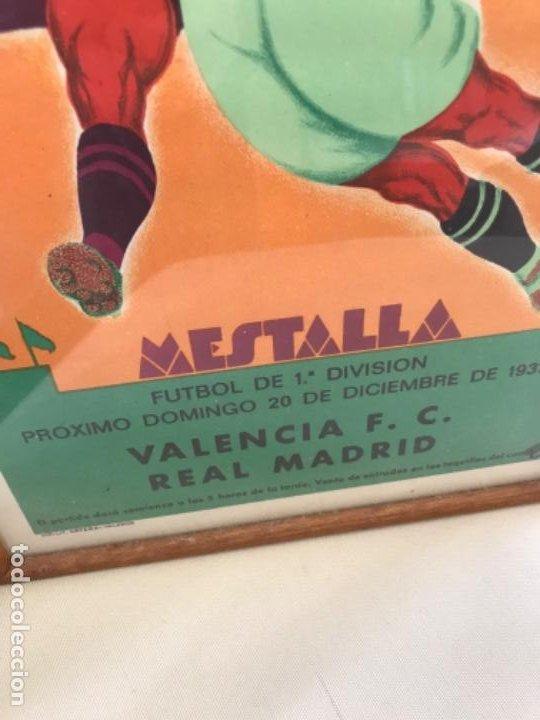Coleccionismo deportivo: Partido fútbol Valencia CF Real Madrid. Cartel original de 1931. Litografía Ortega. Auténtico. - Foto 2 - 194206272