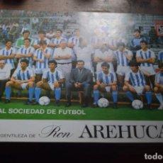Coleccionismo deportivo: REAL SOCIEDAD DE FUTBOL, CORTESIA DE LA PROVINCIA Y RON AREHUCAS, 1986. Lote 194378482
