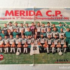 Coleccionismo deportivo: POSTER MERIDA C.P. CP REGRESO A 1ª DIVISIÓN TEMPORADA 1997-98 1997 1998 HOY DIARIO EXTREMADURA 59X42. Lote 194624023