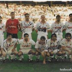 Coleccionismo deportivo: FOTO ANTIGUA DEL LA PLANTILLA DEL SEVILLA F.C. 1996 A 2000 FIRMA DE JUGADORES ORIGINAL A TINTA. Lote 195333612