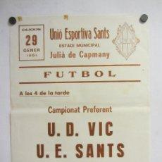 Coleccionismo deportivo: UNIÓ ESPORTIVA SANTS - U.D. VIC. CARTEL PARTIDO DE FÚTBOL CATALÁN 1981. PUBLICIDAD CERVEZA AGUILA IM. Lote 196881260