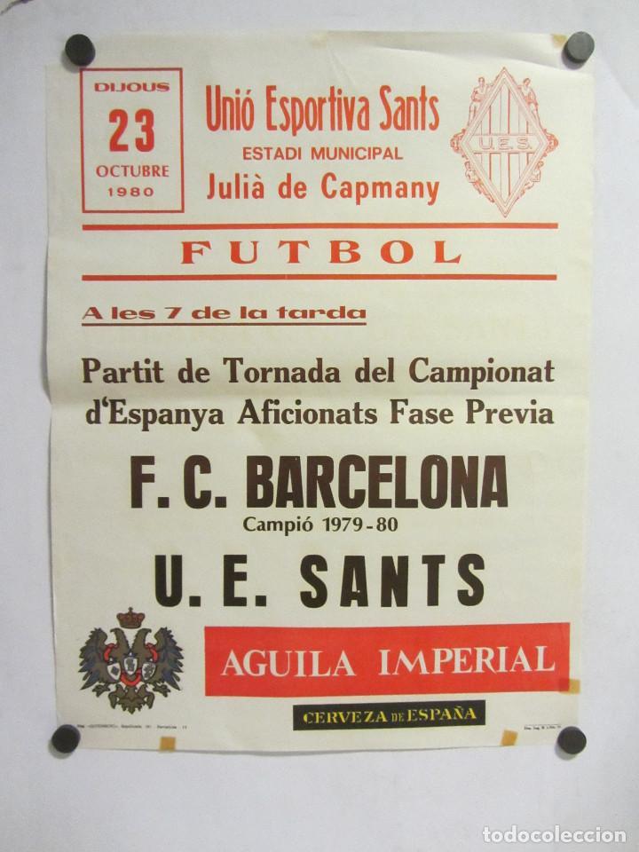UNIÓ ESPORTIVA SANTS - FC BARCELONA. CARTEL PARTIDO DE FÚTBOL CATALÁN 1980. PUBLICIDAD CERVEZA (Coleccionismo Deportivo - Carteles de Fútbol)