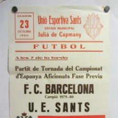 Coleccionismo deportivo: UNIÓ ESPORTIVA SANTS - FC BARCELONA. CARTEL PARTIDO DE FÚTBOL CATALÁN 1980. PUBLICIDAD CERVEZA . Lote 196899580