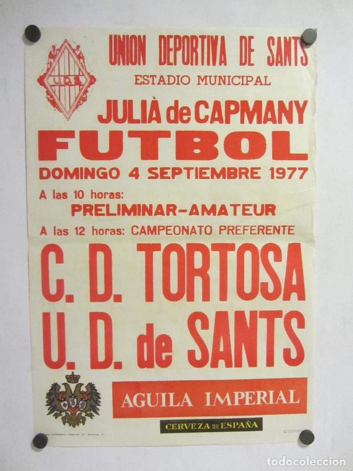 UNIÓ ESPORTIVA SANTS - CD TORTOSA. CARTEL PARTIDO DE FÚTBOL CATALÁN 1977. PUBLICIDAD CERVEZA (Coleccionismo Deportivo - Carteles de Fútbol)