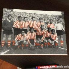 Coleccionismo deportivo: FOTOGRAFÍA PLANTILLA ATHLETIC CLUB DE BILBAO 1952 53 . Lote 198404426