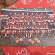 Coleccionismo deportivo: GRAN LÁMINA PAPEL GRUESO (29 CM X 41 CM)PLANTILLA BARÇA TEMPORADA 1968-69 F.C.BARCELONA. Lote 240473210