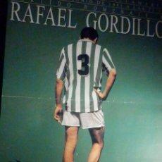 Collectionnisme sportif: POSTER REAL MADRID CLUB DE FUTBOL - 28 X 39 CM. - REAL BETIS - HOMENAJE A GORDILLO 20 JUNIO 1995. Lote 199501393