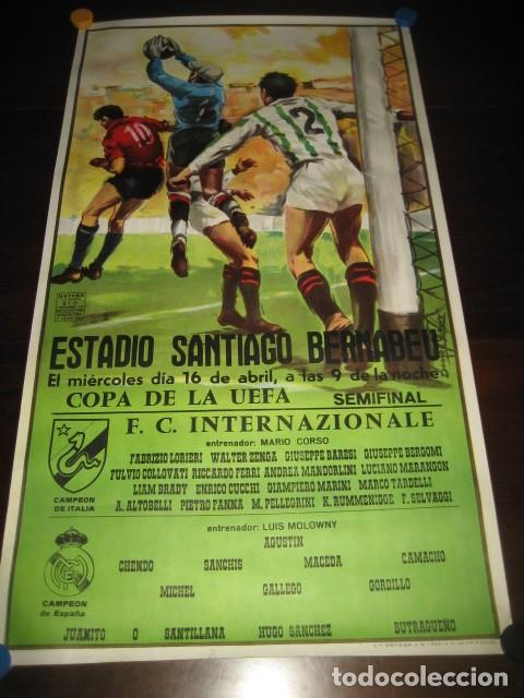 POSTER FUTBOL SEMIFINAL COPA DE LA UEFA. INTERNAZIONALE - REAL MADRID. ESTADIO SANTIAGO BERNABEU (Coleccionismo Deportivo - Carteles de Fútbol)