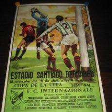 Coleccionismo deportivo: POSTER FUTBOL SEMIFINAL COPA DE LA UEFA. INTERNAZIONALE - REAL MADRID. ESTADIO SANTIAGO BERNABEU. Lote 200027143