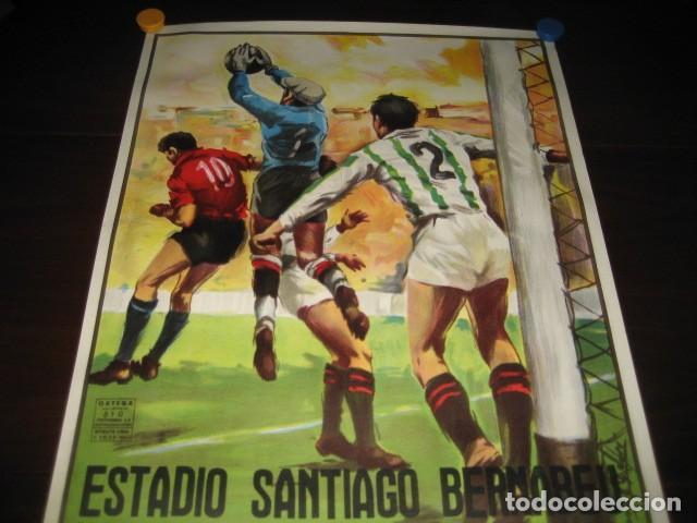 Coleccionismo deportivo: POSTER FUTBOL SEMIFINAL COPA DE LA UEFA. INTERNAZIONALE - REAL MADRID. ESTADIO SANTIAGO BERNABEU - Foto 2 - 200027143
