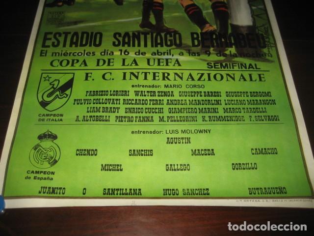 Coleccionismo deportivo: POSTER FUTBOL SEMIFINAL COPA DE LA UEFA. INTERNAZIONALE - REAL MADRID. ESTADIO SANTIAGO BERNABEU - Foto 3 - 200027143