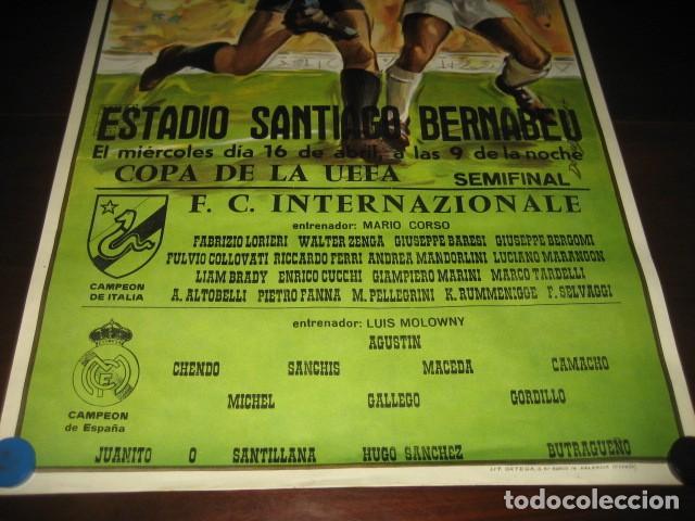 Coleccionismo deportivo: POSTER FUTBOL SEMIFINAL COPA DE LA UEFA. INTERNAZIONALE - REAL MADRID. ESTADIO SANTIAGO BERNABEU - Foto 3 - 200027230
