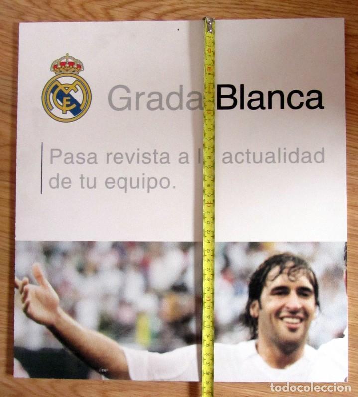 CARTEL GRADA BLANCA DEL SANTIAGO BERNABEU REAL MADRID RAUL GONZÁLEZ (Coleccionismo Deportivo - Carteles de Fútbol)