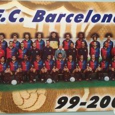 Coleccionismo deportivo: PÓSTER OFICIAL DE LA PLANTILLA DEL FC BARCELONA TEMPORADA 99/2000. TAMAÑO 69X48. NUEVO. Lote 203874031