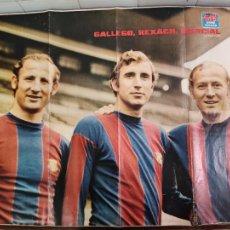 Coleccionismo deportivo: CARTEL DE GALLEGO, REXACH Y MARCIAL EN EL F.C. BARCELONA DE LA REVISTA JOVEN. Lote 207613405