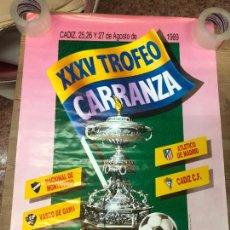 Coleccionismo deportivo: CARTEL XXXV TROFEO CARRANZA AÑO 1989 - CADIZ - ATLETICO MADRID - VASCO DE GAMA Y MONTEVIDEO - 88X63. Lote 210606753
