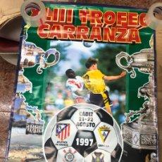 Coleccionismo deportivo: TROFEO XLIII TROFEO CARRANZA AÑO 1997 - CADIZ - CORINTHIANS - TENERIFE - ATLETICO MADRID - 98X68 CM. Lote 210607473