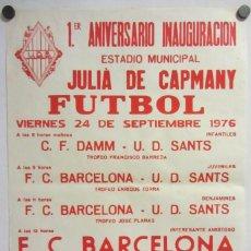 Coleccionismo deportivo: UNIÓ ESPORTIVA SANTS - F.C. BARCELONA. CARTEL PARTIDO FÚTBOL CATALÁ 1976. CERVEZA AGUILA DORADA. Lote 211442922
