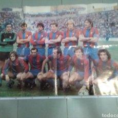 Coleccionismo deportivo: PÓSTER GIGANTE F.C.BARCELONA PRINCIPIO DE LOS AÑOS 80. TAMBIÉN ES UNA MINI REVISTA. QUINI, SCHUSTER. Lote 213915247