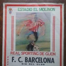 Coleccionismo deportivo: CARTEL FÚTBOL REAL SPORTING DE GIJÓN VS F.C. BARCELONA PARTIDO LIGA ESTADIO EL MOLINON 1991. Lote 215732927