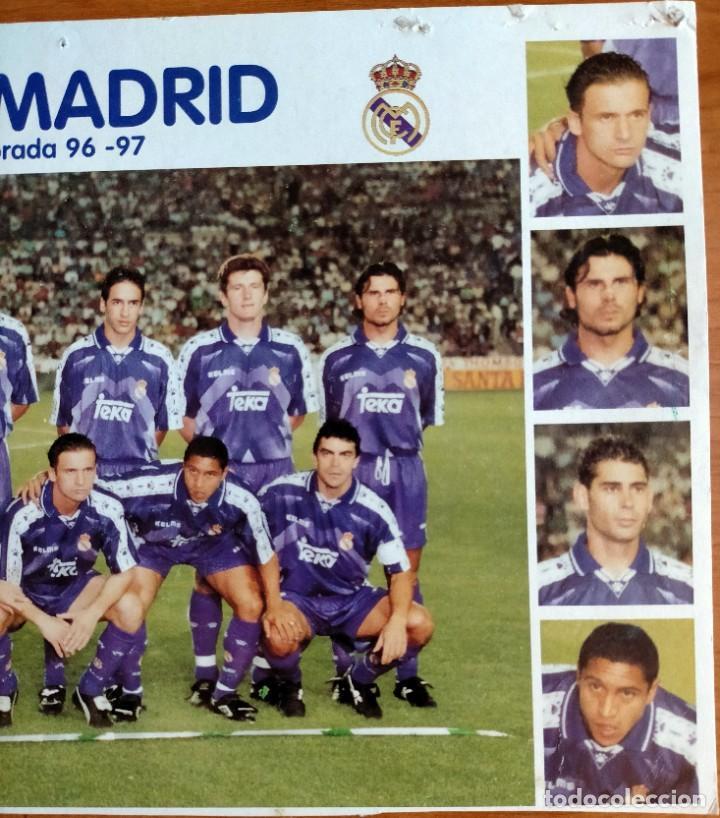 Coleccionismo deportivo: Póster plantilla Real Madrid 96/97 - Foto 3 - 220794143