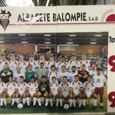 Coleccionismo deportivo: ALBACETE BALOMPIÉ POSTER TEMPORADA 1992-93, MIDE 25 X 34,5- MARCA D DOBLEZ CENTRAL. Lote 221942781