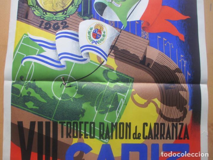 Coleccionismo deportivo: CARTEL FUTBOL VIII TROFEO RAMON DE CARRANZA CADIZ INTER ZARAGOZA BARCELONA PEÑAROL ANAYA 1962 - Foto 3 - 225001820