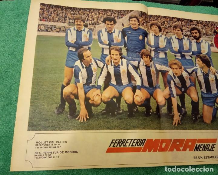 Coleccionismo deportivo: -POSTER DE FUTBOL DEL ESPAÑOL DE BARCELONA 1980-1981 FERRETERIA MORA - Foto 2 - 226154078