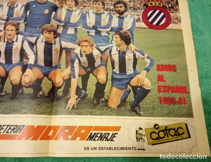 Coleccionismo deportivo: -POSTER DE FUTBOL DEL ESPAÑOL DE BARCELONA 1980-1981 FERRETERIA MORA - Foto 3 - 226154078