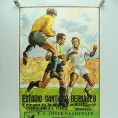 Coleccionismo deportivo: ANTIGUO CARTEL DE PARTIDO DE FÚTBOL – COPA DE LA UEFA SEMIFINAL INTERNAZIONALE REAL MADRID. Lote 234738155
