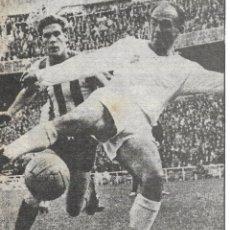 Coleccionismo deportivo: REAL MADRID: RECORTE DE DI STEFANO EN PUGNA CON EL MALOGRADO MIGUEL MARTÍNEZ.. Lote 237072415