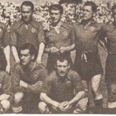 Coleccionismo deportivo: VALENCIA CF: GRAN RECORTE DEL EQUIPO SUBCAMPEÓN DE COPA DE 1946. Lote 237073785