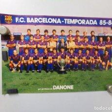 Coleccionismo deportivo: POSTER FUTBOL CLUB BARCELONA TEMPORADA 85-86 DANONE CON LAS FIRMAS. Lote 240855535