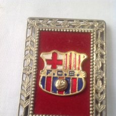 Coleccionismo deportivo: ANTIGUO ESCUDO FC BARCELONA EN CUADRO. Lote 245587640