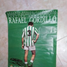Coleccionismo deportivo: CARTEL HOMENAJE A RAFAEL GORDILLO, REAL BETIS - REAL MADRID ( FIRMADO ). Lote 249392130