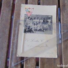 Coleccionismo deportivo: FELICITACION DE NAVIDAD 1954 1955 LES DESEA MUCHAS FELICIDADES EL SEVILLA C. F. FUTBOL FOTO. Lote 254431705
